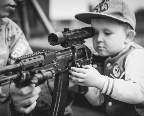 У Росії школярі з рушниці стріляли в генерала США
