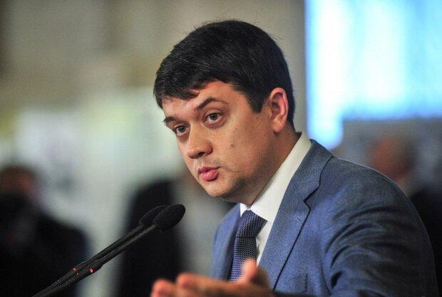 Разумков мчить в одне з українських міст заради військових: що сталося