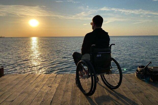 Колясочник спас утопающего на том самом месте, где сам едва не погиб и получил инвалидность