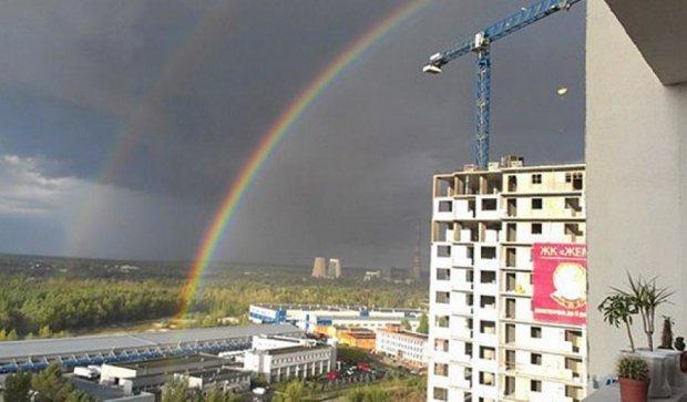 Киевлян  удивила первая осенняя радуга (фото)