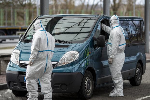 Прикордонники перевіряють на зараження коронавірусом, фото Getty Images