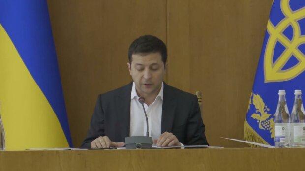"""Зеленский """"разнес"""" чиновников на совещании в Тернополе: """"Где они?"""", видео"""
