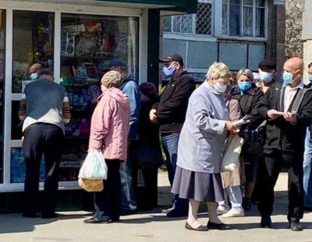 пенсіонери, фото: Телеграм-канал ВІХА(Харків)