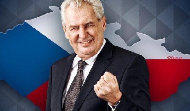 Президент Чехии призвал помогать «трудолюбивым украинским беженцам»