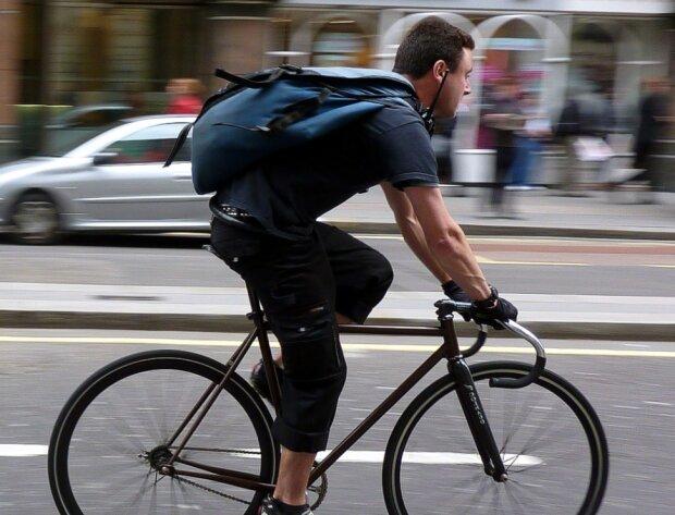 Велосипедист, фото з вільних джерел