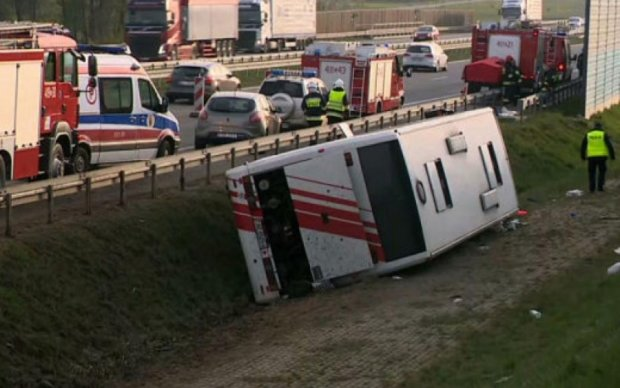 В Польше перевернулся туристический автобус: десятки пострадавших