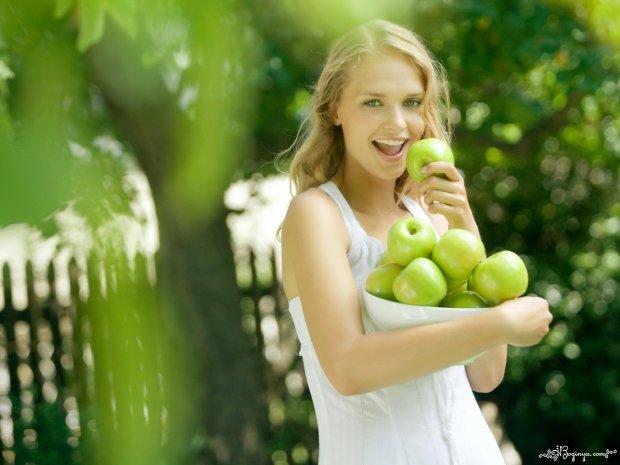 Вчені розповіли, що буде якщо з'їдати одне яблуко в день