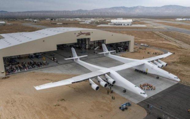 Літак-гігант Stratolaunch вперше показали на відео