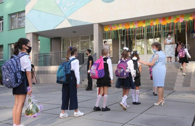 Головні новини за 16 вересня: школярам оголосили нові правила, батьки почали мордобій, а в цей час кордони атакують