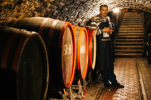 Австрійська виноробня збирає з мешканців запаси алкоголю, щоб зробити антисептики