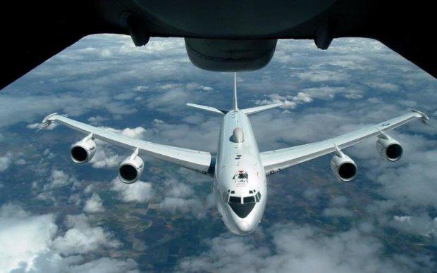 Готовится что-то страшное: самолеты Путина заполонили небо над Крымом, украинские войска наготове