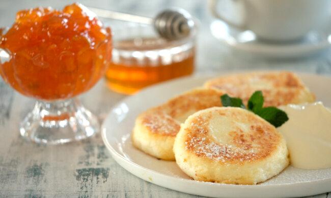 Потрясающий тандем вкуса: рецепт вкуснейших сырников с апельсиновым сиропом