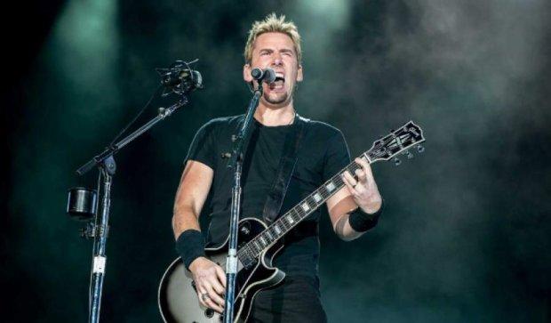 """Вокалисту """"Nickelback"""" удалили опухоль на голосовых связках"""
