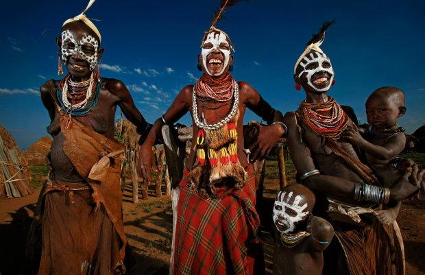 Загублені у часі: ці найдавніші племена нашої планети живуть поза цивілізацією, вони відмовилися від контакту із зовнішнім світом