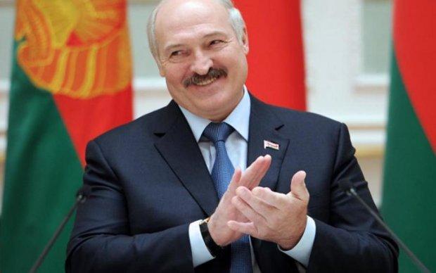 Лукашенко розридався через пісню Повалій: епічне відео