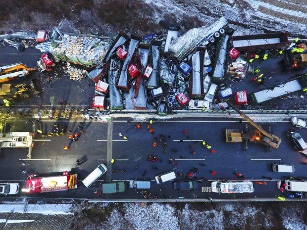 Чудовищное ДТП в Китае: 20 авто превратились в кровавое месиво и загорелись