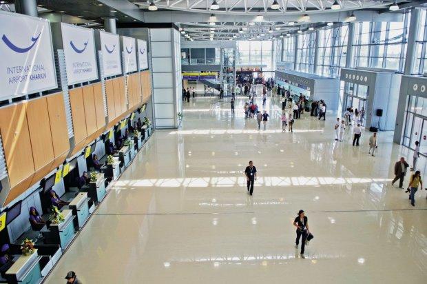 Харьковский аэропорт взял в плен десятки пассажиров: отпуск превратился в ад
