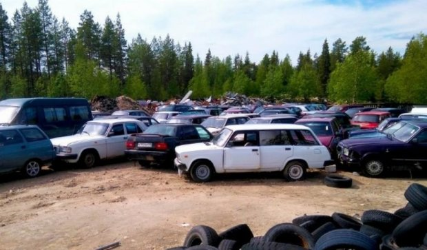На автомобилях беженцев финны заработали  23 тыс евро