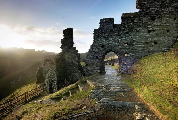 Он существует: археологи обнаружили замок легендарного короля