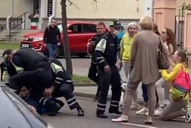 Білоруські силовики напали на українців: кадри жорсткого затримання наших співітчизників-волонтерів показали в мережі