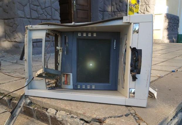 На Харківщині масово підривають банкомати: деталі НП