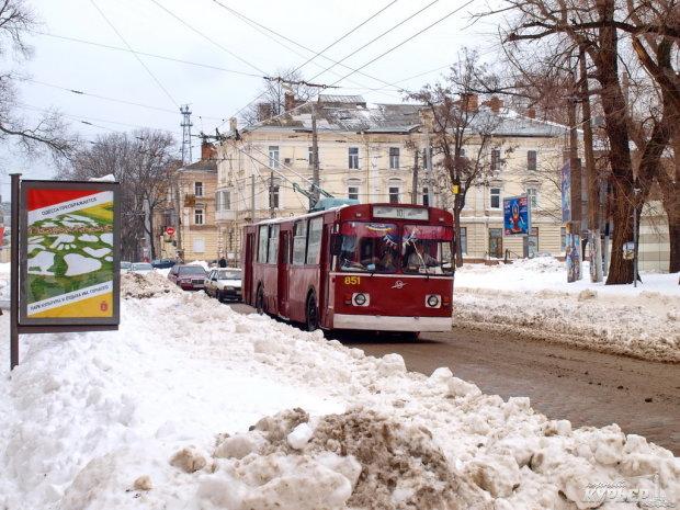 Новый год можно праздновать на всю катушку: общественный транспорт будет работать и ночью