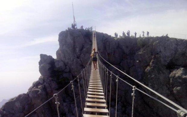 Ветер виноват: в Крыму рухнул новенький мост