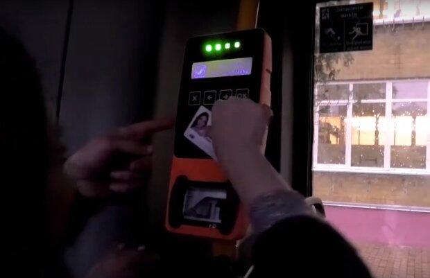 городской транспорт, скриншот из видео