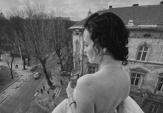Горячая Астафьева сверкнула прелестями с высоты во Львове, хулиганские кадры