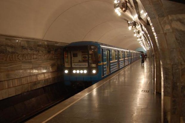 У Києві закриють три станції метро