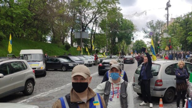 Евробляхеры под Кабмином, скриншот: PavlovskyNEWS