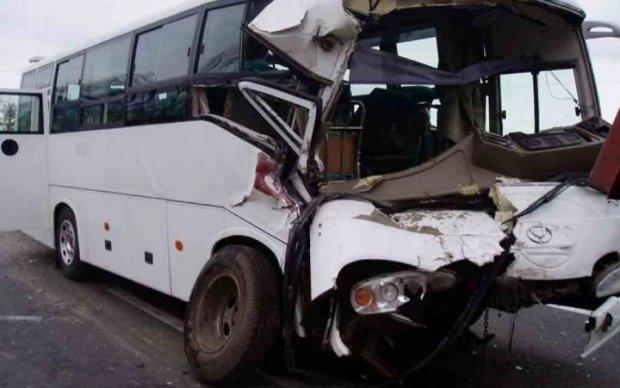 Кровавый обгон: Украину потрясло третье ДТП с пассажирским автобусом за день