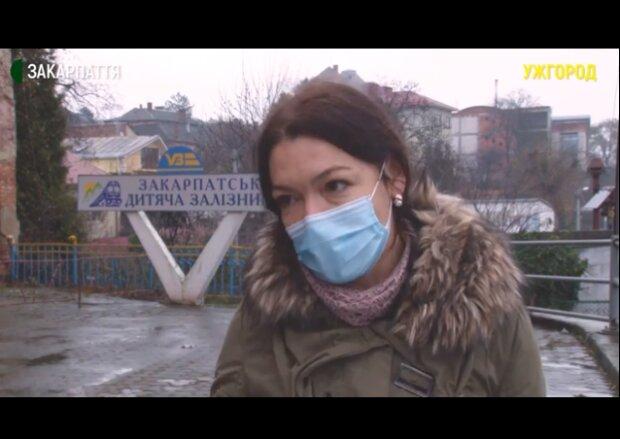 """Укрзалізниця згортає дорогу в Ужгороді, люди благають зупинитися: """"Ми збираємо підписи"""""""