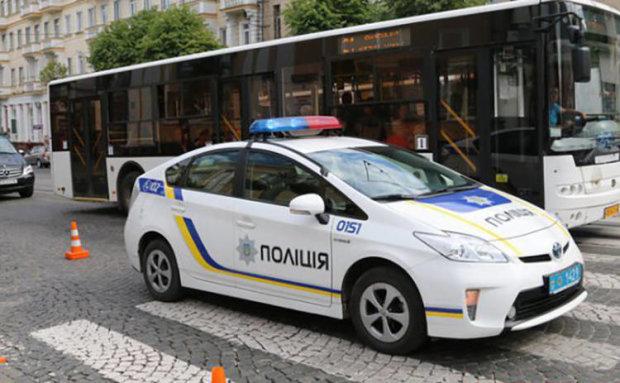 """У Харкові копи влетіли в жінку з дитиною: """"не помітили"""" на переході, - Україна в люті"""