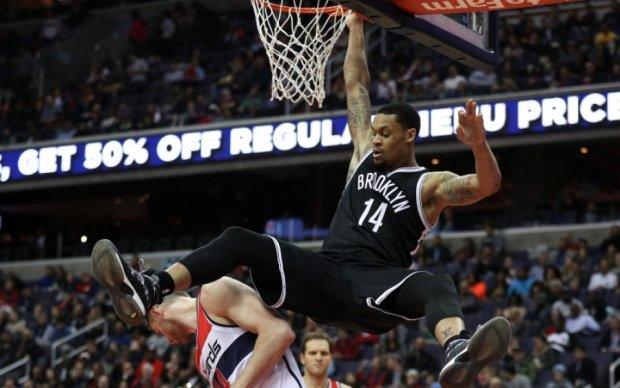 НБА: Миннесота в овертайме проиграла Лейкерс, Кливленд победил Шарлотт