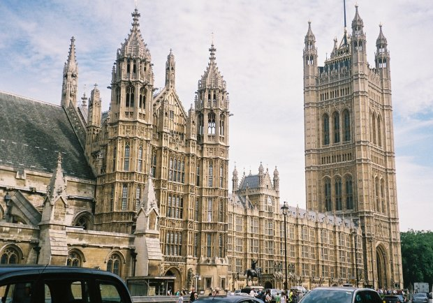 """""""Ми вже отримали достатньо попереджень"""": над Вестмінстерським палацом нависла небезпека, може повторити долю Нотр-Дама"""