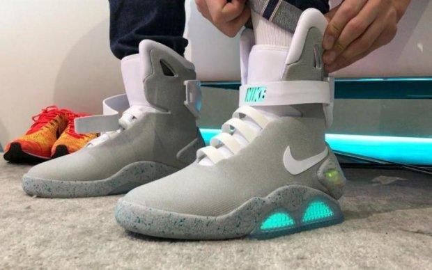 """Тот самый кроссовок Nike из """"Назад в будущее"""" продают за космическую сумму"""