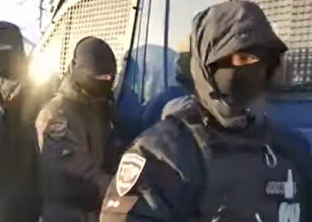 Под Харьковом задержали водителя, кадр из видео: YouTube Новости К