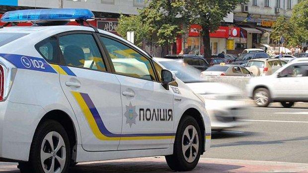 В Киеве попытались изнасиловать девушку: напал и избил в подъезде