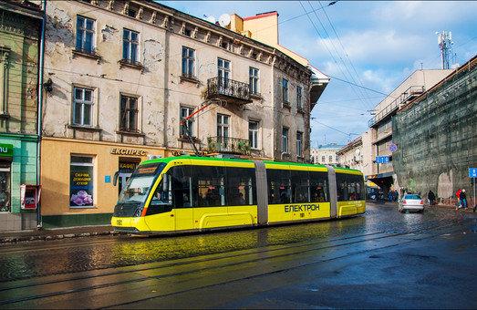 У Львові омивають дороги
