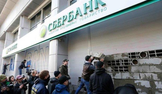 """Муровальщиков """"Сбербанка"""" в Киеве разыскивает полиция"""