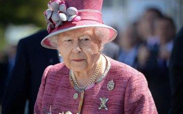 Королеві Єлизаветі II терміново підшукують заміну
