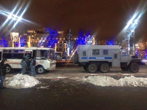Очевидці: в Москву стягують внутрішні війська