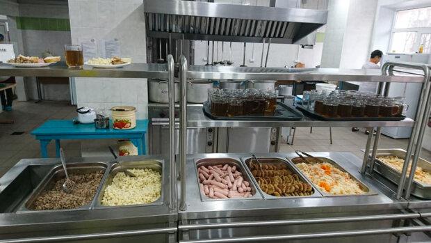 """Украинцы оценили новое питание в киевских школах: """"80% уходило на помойку"""""""
