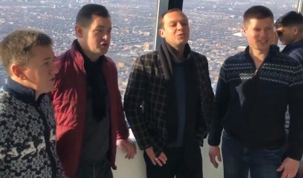 """""""Щедрик"""" Леонтовича зазвучав на найвищій вежі Канади: видовищне відео"""