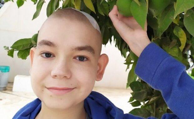 """Маленького украинца сжигает агрессивный рак, одноклассники решились на благородный поступок: """"Спасите Ванечку"""""""
