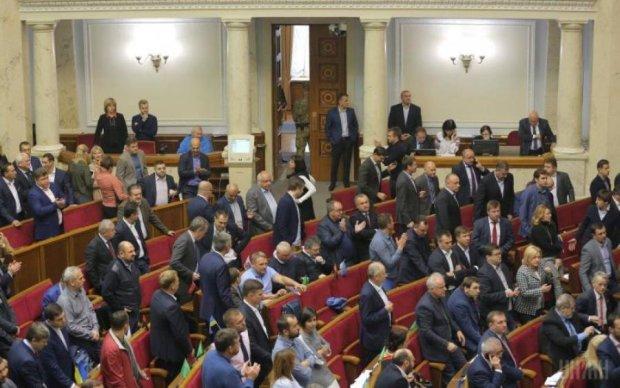 """Цирк у Раді: депутати злилися в екстазі у чергове """"об'єднання"""""""