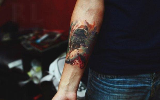 Політики показали українцям власні татуювання