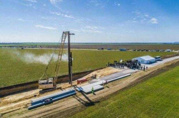 Строительство ветроэлектростанции, фото: Херсонские вести