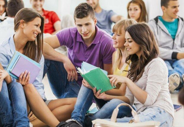 День студента та день Тетяни 2020: привітання в листівках